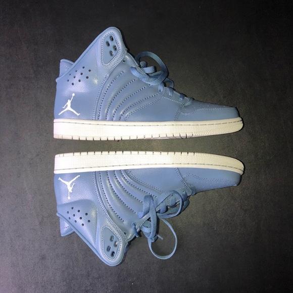 la jordanie jordanie la chaussures 1 vol 4 poshmark taille 95 884b39